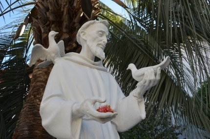 Statue of St. Francis of Assisi in the mission garden. Photo by  Rob Bertholf (Flickr/CC 2.0)